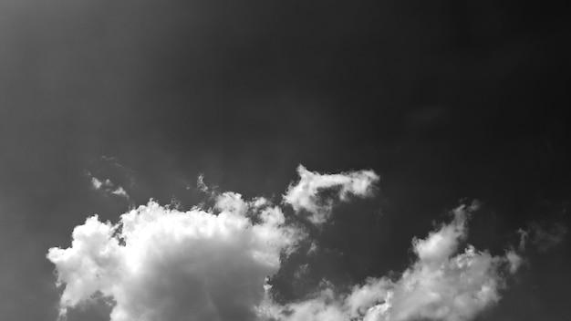 Sfondo astratto nuvole bianche e nere