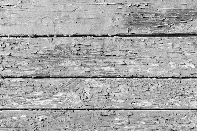 Vecchio fondo di legno incrinato in bianco e nero