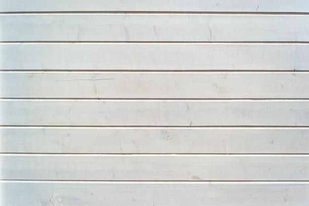 Struttura in bianco e nero da assi di legno