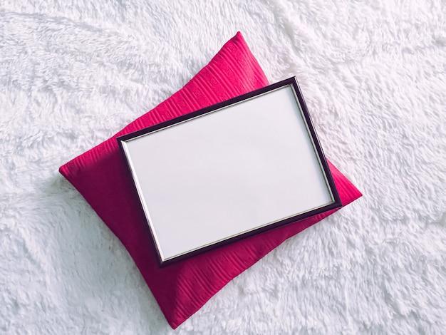 Cornice in legno nero per stampa mockup arredamento di lusso per la casa e poster di interior design e arte stampabile