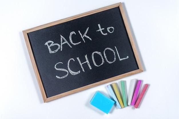 Una lavagna con testo torna a scuola