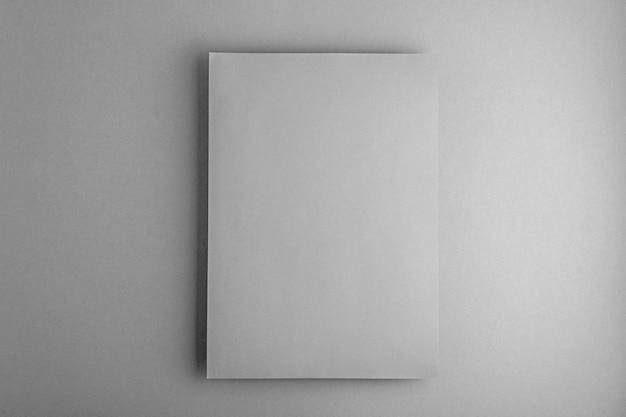 Layout opuscolo a4 vuoto su sfondo grigio definitivo, modello con spazio di copia, mockup