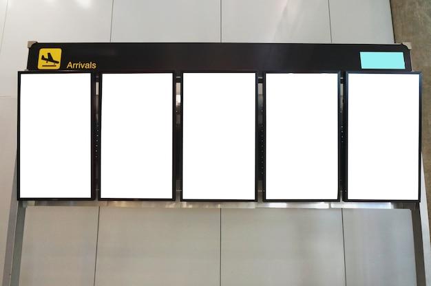 Tabellone per le affissioni di pubblicità in bianco all'aeroporto