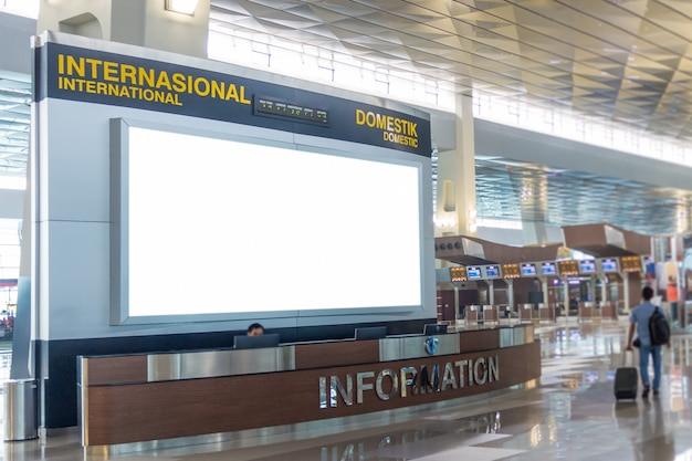 Cartellone pubblicitario vuoto in aeroporto