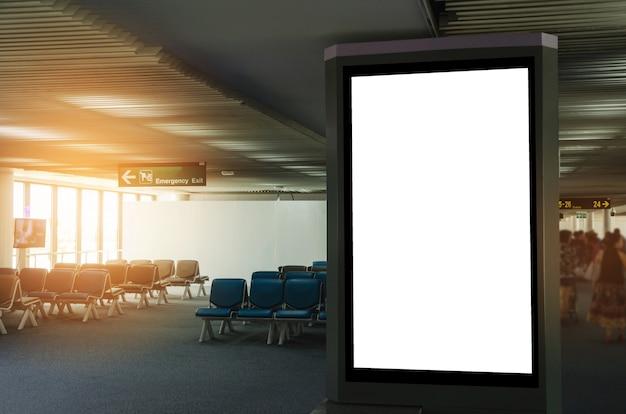 Tabellone per le affissioni di pubblicità in bianco o vetrina leggera all'aeroporto