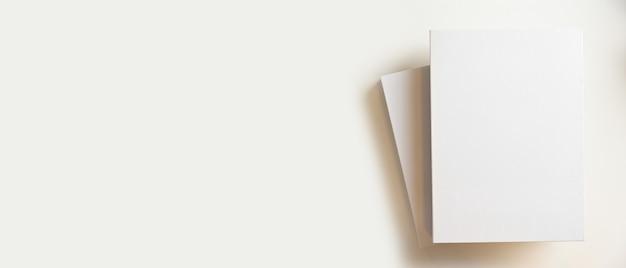 Copertina di libri in bianco per montare il tuo banner e copiare lo spazio per la visualizzazione del testo su sfondo bianco