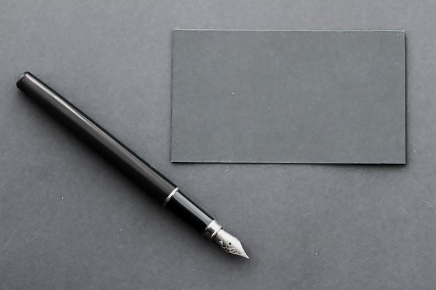 Biglietto da visita vuoto per mockup aziendale e design minimalista dell'identità del marchio