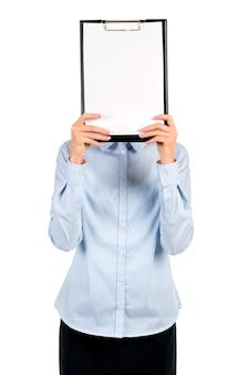 Appunti in bianco che copre il viso della donna. volto di donna coperto da appunti. modello di annuncio pubblicitario. il nuovo orario è pronto.