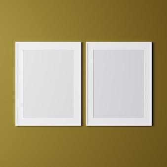 Cornici vuote sul muro giallo, mock up, cornici bianche verticali per poster sul muro, cornice per foto isolata sul muro