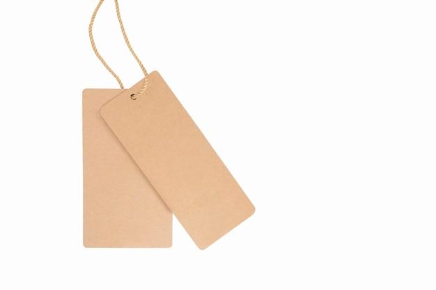 Etichetta vuota per vestiti isolati. cartellino del prezzo