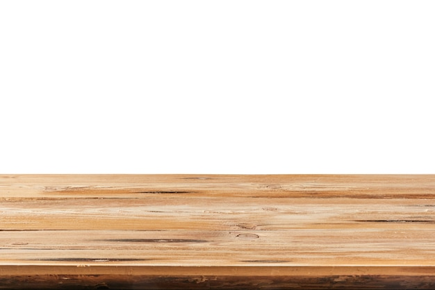 Tavolo in legno naturale duro con texture vecchio vuoto su uno sfondo bianco per esporre e montare i tuoi prodotti. messa a fuoco utilizzata per creare una profondità di campo completa.