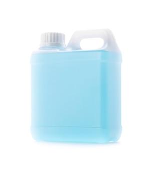 Imballaggio vuoto gallone di disinfettante alcolico blu per la pulizia delle mani isolato su sfondo bianco con percorso di ritaglio