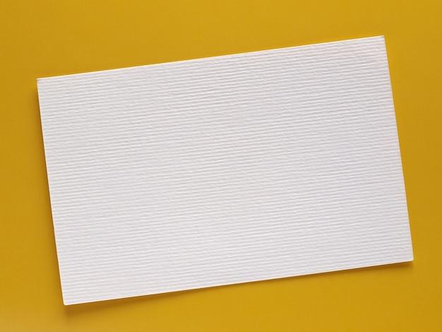 Etichetta in carta bianca