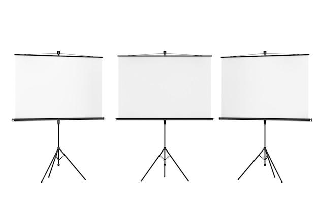 Schermi di proiezione vuoti su sfondo bianco
