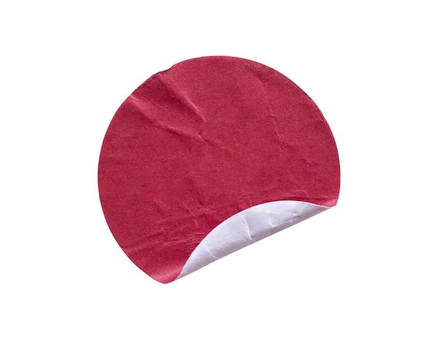 Etichetta adesiva di carta adesiva rotonda rossa vuota isolata su sfondo bianco