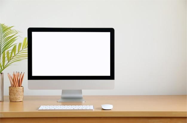 Schermo vuoto computer, pc desktop. per gli affari sulla vista frontale del tavolo di lavoro