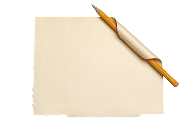 Foglio bianco vecchia carta con angolo arricciato e matita isolato su bianco