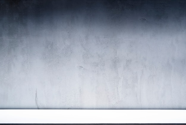 Esposizione del contesto dello spazio in bianco per progettazione di presentazione della luce illuminata pendenza decorata sul fondo di struttura del muro di cemento