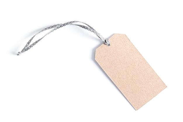 Etichetta vuota legata con lo spago. cartellino del prezzo