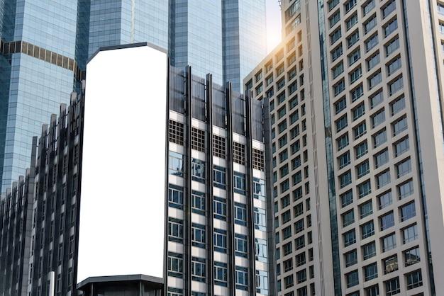 Bandiera bianca vuota del tabellone per le affissioni per la pubblicità