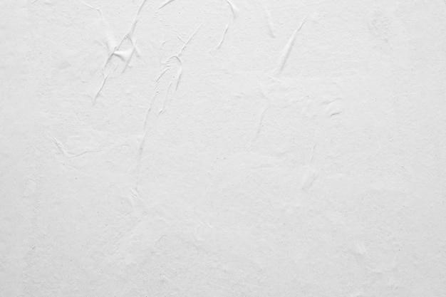 Priorità bassa di struttura del manifesto di carta sgualcita e spiegazzata bianca in bianco