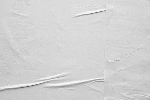 Carta sgualcita e sgualcita bianca in bianco