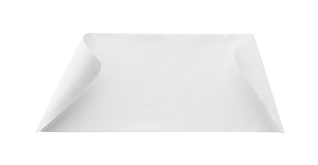 Etichetta adesiva di carta bianca vuota isolata su sfondo bianco