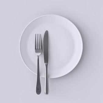 Piatto bianco vuoto con forchetta e coltello