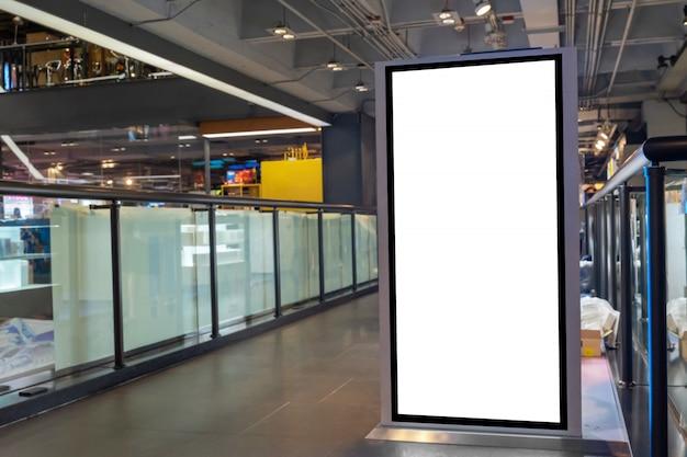 Schermo bianco in bianco, tabellone per le affissioni digitale o scatola leggera di pubblicità