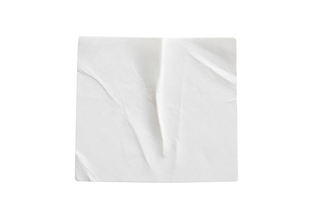 Etichetta adesiva bianca vuota isolata su sfondo bianco