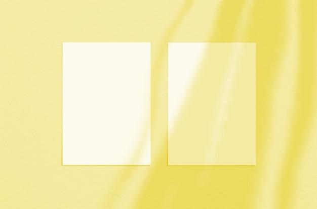 Foglio di carta verticale bianco vuoto 5 x 7 pollici con sovrapposizione di ombre
