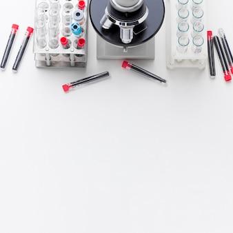 Disposizione dei campioni di sangue per il test covid-19