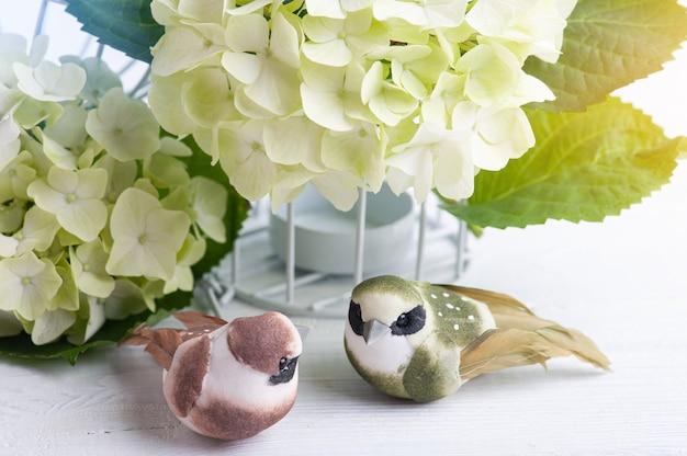 Fiore hortensia fiori da vicino e uccelli