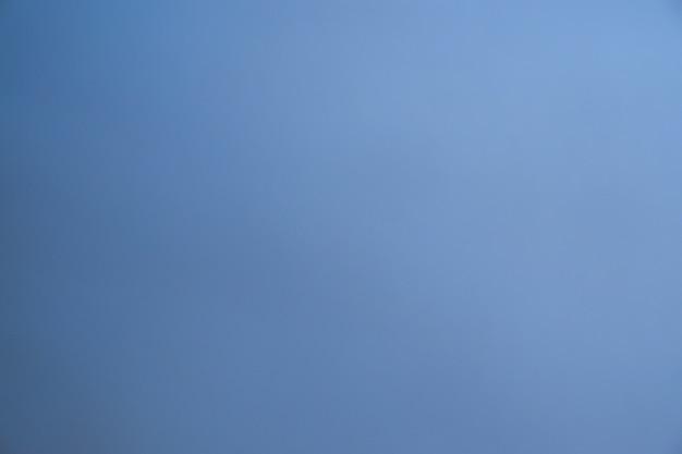 Sfondo astratto blu sfocato con stile sfumato uniforme per la festa di san valentino della carta da parati dell'amore