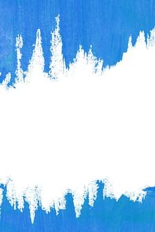 Trama di vernice acrilica blu su sfondo di carta bianca