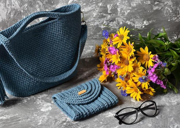 Borsa blu per cosmetici accessori per fiori telefono
