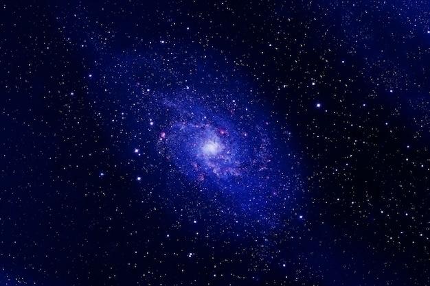 Bella galassia blu. elementi di questa immagine forniti dalla nasa. foto di alta qualità