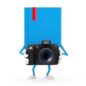 Mascotte del carattere del libro blu con la macchina fotografica moderna della foto di digital su un fondo bianco. rendering 3d