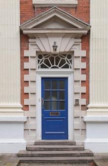 Porta britannica blu