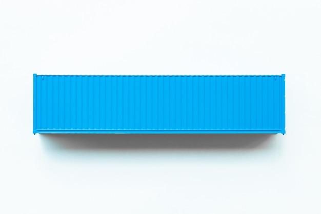 Contenitore di carico blu, esportazione di importazione della scatola di distribuzione, industria di spedizione logistica internazionale del trasporto di consegna del trasporto di affari globali su fondo bianco.