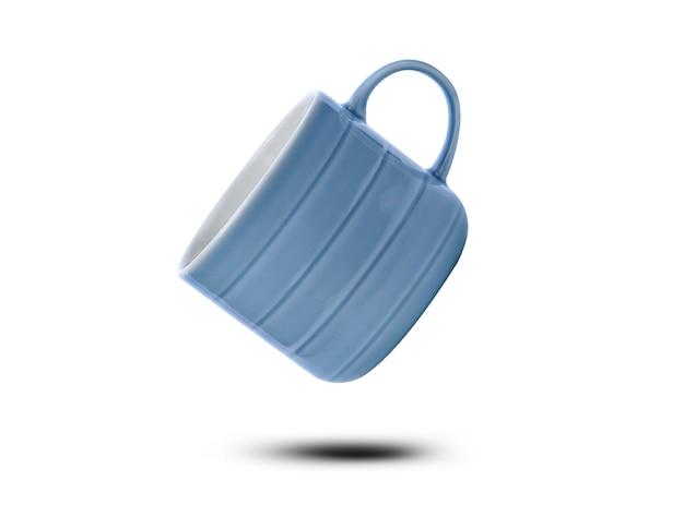 Tazza in ceramica blu isolato su sfondo bianco.