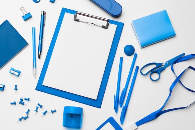 Cancelleria piatta di colore blu