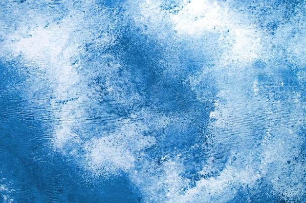 Fondo concreto blu con straripamento bianco