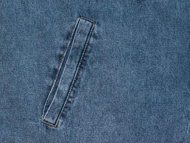 Sfondo blu denim con tasca interna cucita. tessuto popolare.