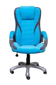 Sedia da ufficio in tessuto blu con strisce grigie e ruote isolate su sfondo bianco