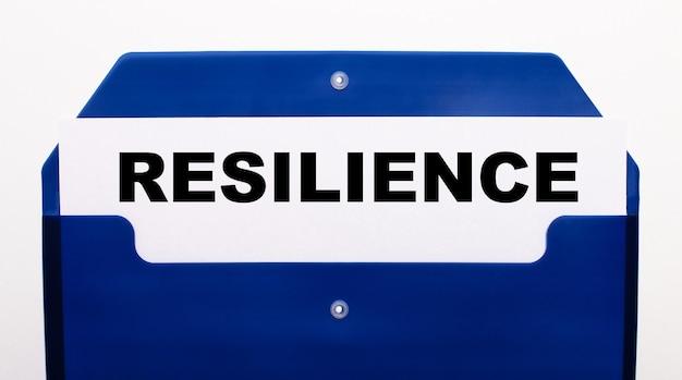 Cartella blu per fogli con la scritta resilienza