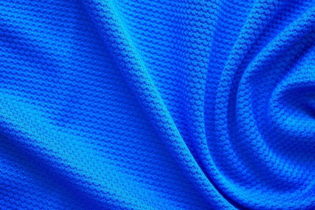 Abbigliamento sportivo di struttura in tessuto di maglia da calcio blu, vista dall'alto da vicino