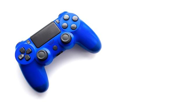 Gamepad blu isolato su priorità bassa bianca