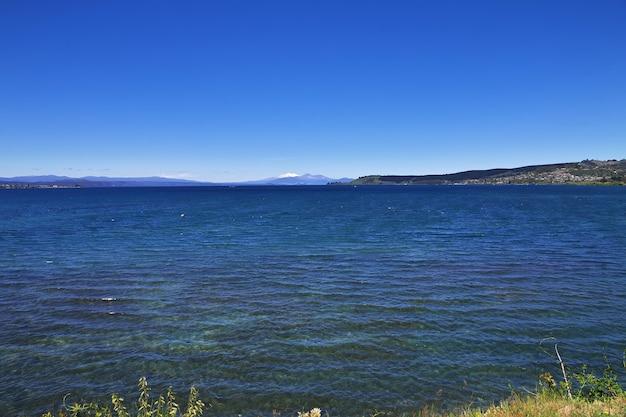 Blue lake taupo in nuova zelanda