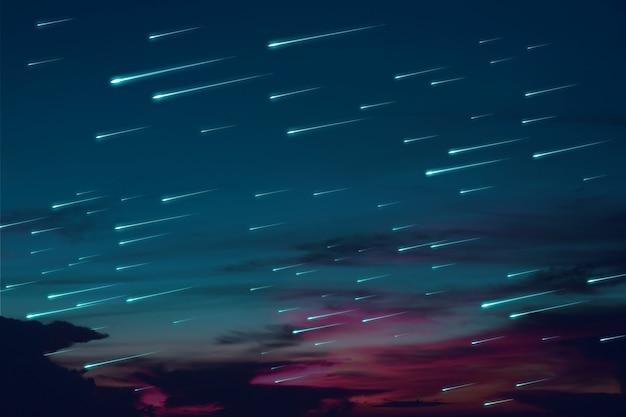 Pioggia di meteore blu sulla nuvola scura del cielo notturno del tramonto